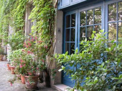 観光客に知られざるフランスの家の裏