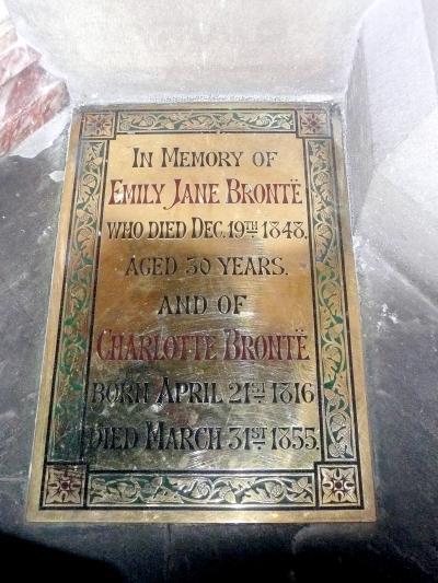 uk81ブロンテ姉妹が育ったハワースの家・博物館とブロンテ姉妹一族が眠るパリッシュ教会と墓地 in ハワース