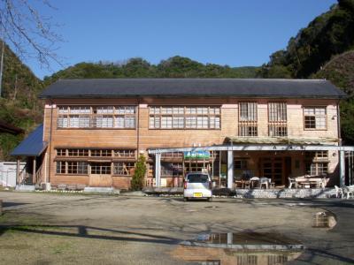 高知へ② 廃校を利用した宿泊施設「森の巣箱」へ