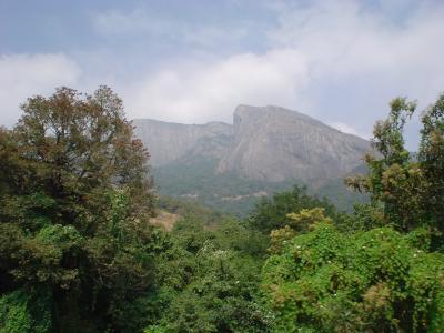 南インド38:「ミニ・SLが走る」ニルギル高原の拠点、コインバトルへ