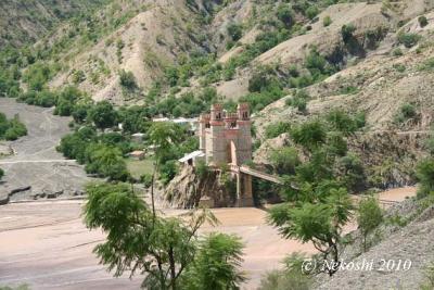 お城のような美しい吊り橋:世界遺産スクレ~ポトシ