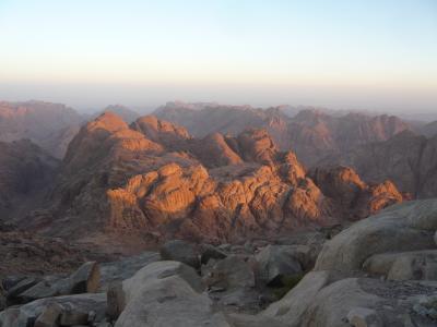 モーセが十戒を授かったシナイ山に登る