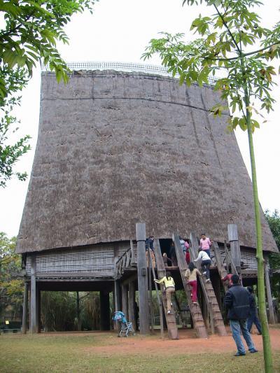 ベトナム / ハノイ 新年の華やぎ & 驚きの多民族国家を実感の民族博物館