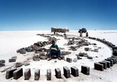 心震えるSalar de UYUNI(ウユニ塩湖)ツアー Part1 <標高4000mに浮かぶ白い湖へ>