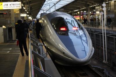 500系新幹線、新大阪駅にて