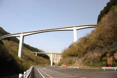 ループ橋を下から