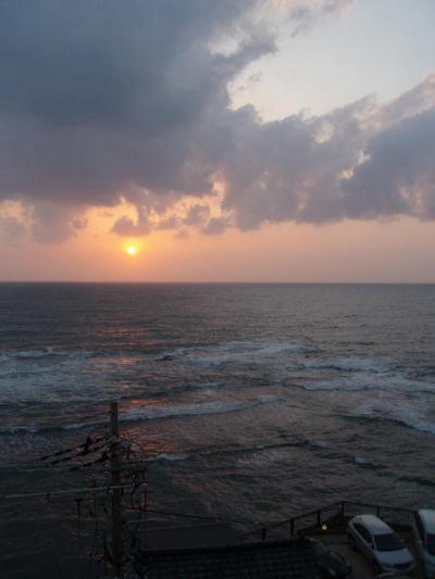 雄雄しき海と降り注ぐ太陽の光