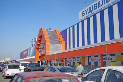 2010.3ウクライナ旅行25-オデッサ郊外の湖とショッピングモール
