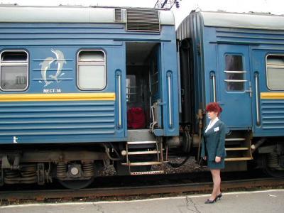 シベリア鉄道体験ツアー、あこがれのバイカル湖は雨でけむっていた