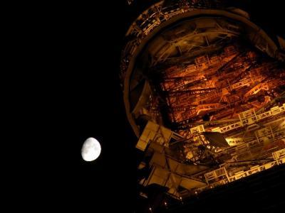東京タワーと夜と月。