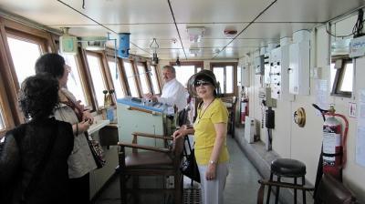 14日本人は、フェリー船長室の入室がOK (ダーダネルス海峡)