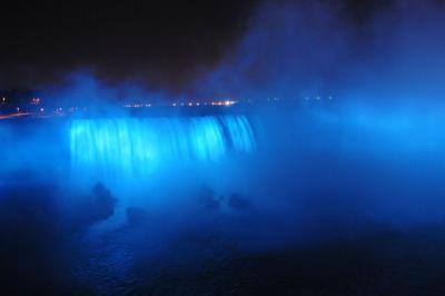世界三大瀑布 ナイアガラの滝のライトアップ