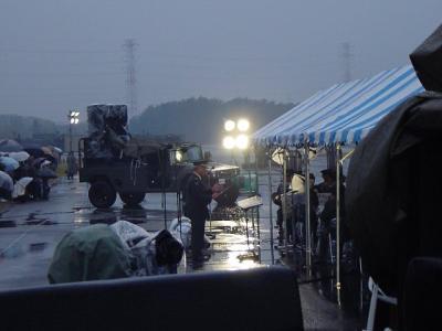 朝霞駐屯地で、生の大砲を使用した自衛隊コンサート