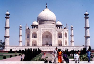 インド観光の目玉! AGRA (アーグラ−)の TAJ MAHAL (タージマハ−ル)