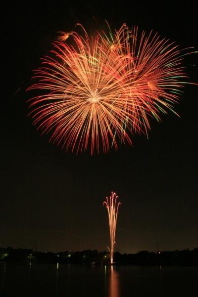 小さな旅●愛知三好池まつり花火大会 市制施行記念 夜空と水面・花火の響宴