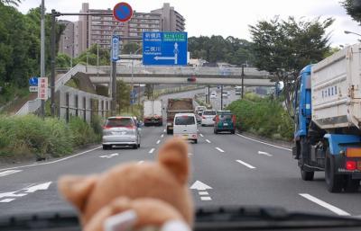 横浜の環状2号線をしばふが案内