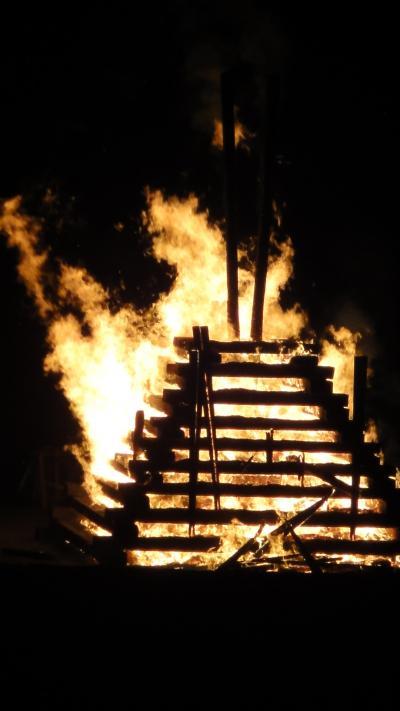 伊東温泉箸祭り・・・箸供養塔点火