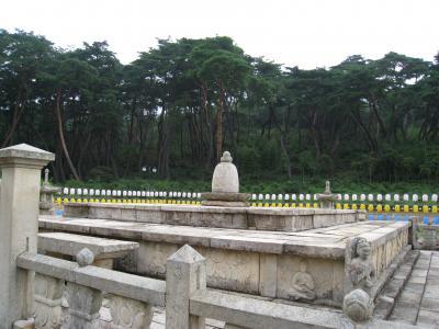 通度寺と首露(キム・スロ)王陵