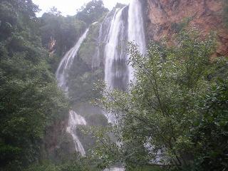 エラワンの滝~カンチャナブリはおあずけ