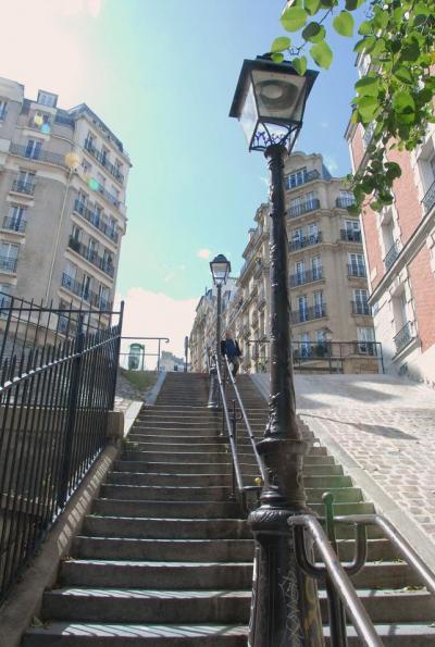 モン・スニ通りを登って、モンマルトルの丘へ
