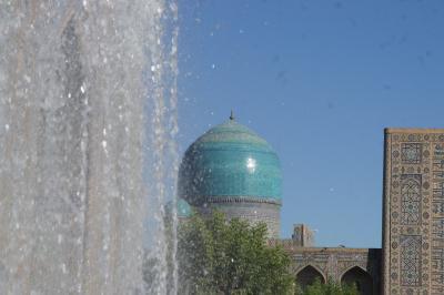 2010/09/17 -01. サマルカンド レギスタン広場の朝、ティムール像、ルハバッド廟