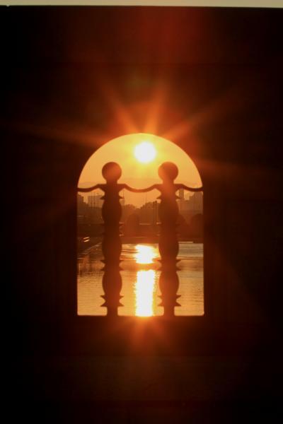 淀屋橋から眺める荘厳な自然の営み 「ご来光(朝日)」