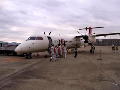 松山空港からは小型機で伊丹へ
