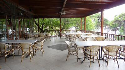 チャナッカレ郊外のホテルで昼食。