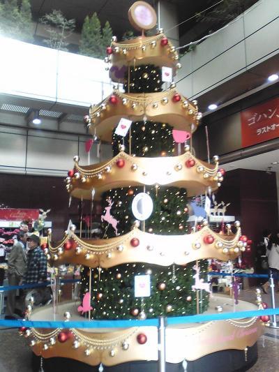 もうクリスマスツリーが飾られました≪MIO≫天王寺ステーション