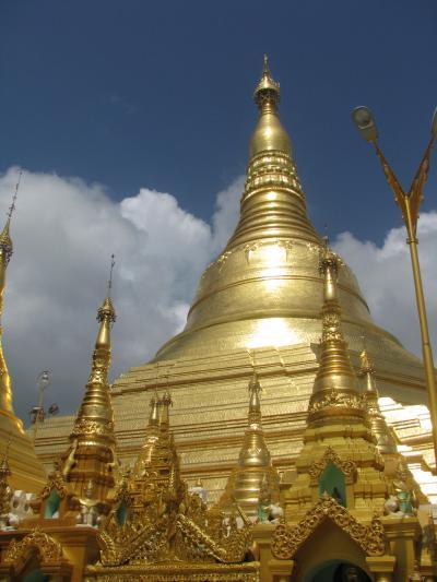 巨大ご利益!ヤンゴンの黄金の塔