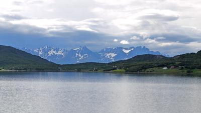 ラップランド3150kmドライブ41(9日目)-AltaからLyngseidetへ2 フィヨルドと氷河の山