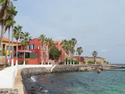 ゴレ島のエストル砦辺りとダカールのホテル。