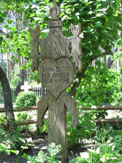 2010年バルト3国旅行第6日目(3)ニダ:トーマス・マン博物館や独特な木の墓標のある古い墓地など