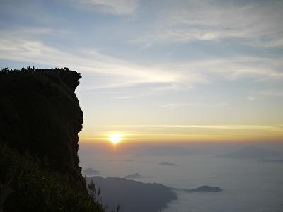 タイ・チェンライ訪問記③(Phu Chi Fa, Chiang Rai, Thailand, 雲海からの日の出 絶景プーチーファー、プーサンの滝へ)