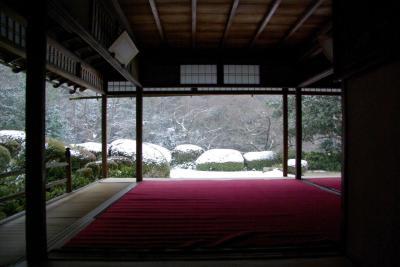 雪の舞う詩仙堂へ