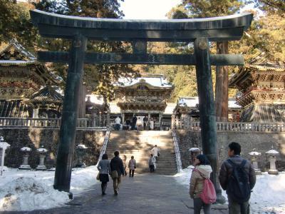 湯波を食べ、東照宮を見て湯元温泉へ。華厳の滝を見学して、宇都宮餃子を食べました。