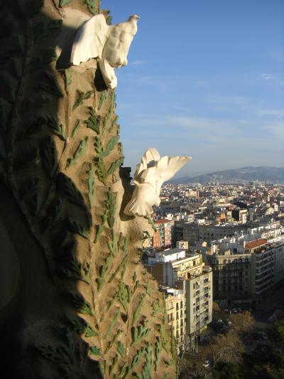 サグラダ・ファミリアの塔に登る。天国への道とはこんなものなのか。