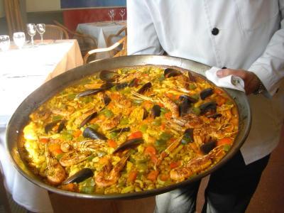 バルセロナのマリーナですてきなパエリヤをいただきました