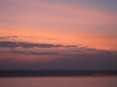 アジアハイウェイの源流を訪ねて(14)メコンの夜明け。