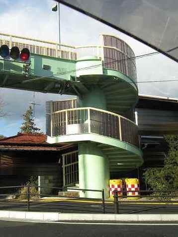 【国道1号線】 歩道橋って、いろいろな種類があるのね~。