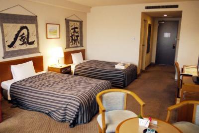 19.年末年始の蓼科7泊8日の年越し旅行 八ヶ岳ロイヤルホテル 南側のツインルーム ティーラウンジのサックスとピアノのデュオ