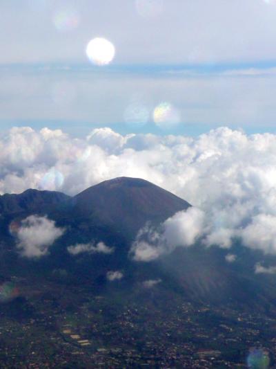 ssiB371やっと顔を見せたヴェスビオ山・ナポリ空港