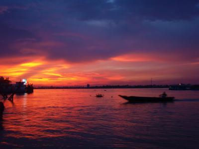 ミトーでメコン川いっぱいの夕日☆