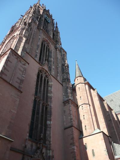 prt104高さ95m覆い被さるようなフランクフルトの大聖堂 in フランクフルト