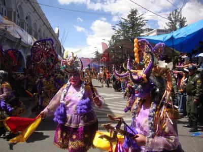 南米三大カーニバルのひとつオルロのカーニバルを見学する