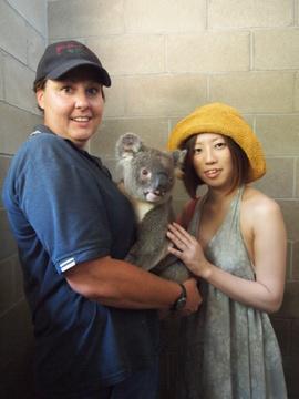 真夏のオーストラリアの奇跡の旅!!=8=コアラを抱っこ♪