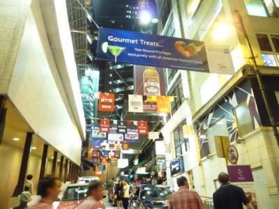 東洋一のエキサイティングシティー香港の九竜の夜景とランカイフォン。