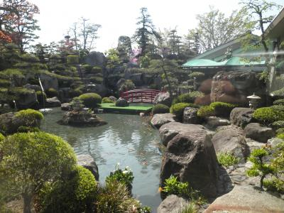 石和温泉と桃の花