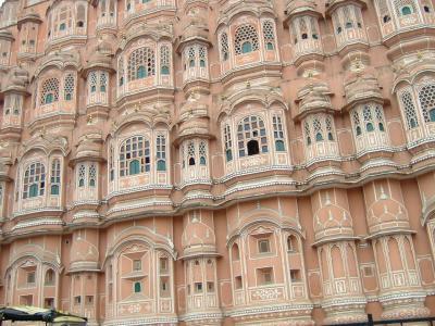 インドのピンク・シテイといわれるジャイプールに立ち寄りました。