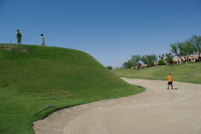 砂漠でのゴルフ